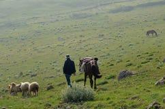 Bacy blisko Xinaliq, Azerbejdżan, daleka górska wioska w Wielkim Kaukaz pasmie Zdjęcia Stock