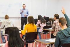 Baczni ucznie i nauczyciel w sala lekcyjnej Fotografia Stock