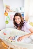 baczny dziecko dba bierze potomstwa jej matki Zdjęcia Stock