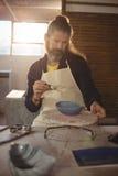 Baczny męski garncarka obraz na pucharze Obraz Royalty Free