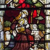 Bad Abbey Perpendicular Gothic Window Close herauf c-Buntglas Lizenzfreie Stockbilder