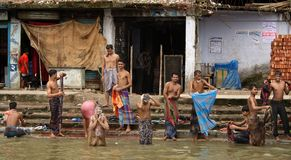 Bad auf dem Fluss Stockfotografie