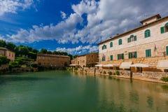 Bad in Bagno Vignoni, Toskana, Italien stockfotografie