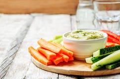 Bad der weißen Bohne der Aubergine mit Gemüse stockfotos