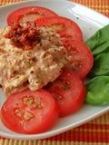 Bad gebildet vom Tomate- und Frischkäse stockfotografie