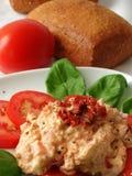 Bad gebildet vom Tomate- und Frischkäse stockfotos