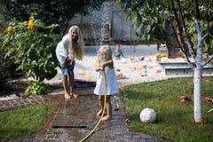 Bad i gården (vattenrätten i en kamera) Royaltyfria Bilder