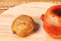 Bad kiwifruit and pomegranate Royalty Free Stock Photography
