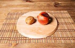 Bad pomegranate and kiwifruit Royalty Free Stock Images