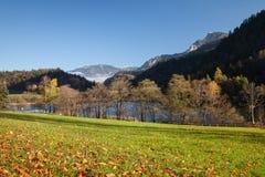 Бавария, Bad Reichenhall, озеро Thumsee в осени Стоковые Изображения