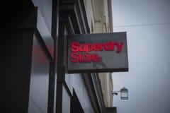 Bad, Somerset, het UK, 22 Februari 2019, Winkelteken voor Superdry-Opslag stock afbeeldingen