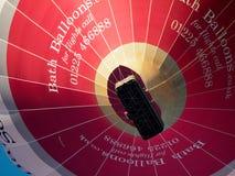 BAD SOMERSET/UK - OKTOBER 02: Ballong för varm luft som flyger över slagträet Arkivfoton