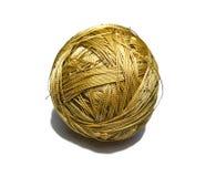 Bada av syntetiska trådar av guld- färg Royaltyfri Fotografi