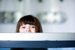 bada den trevliga litet barn för flickan Royaltyfri Bild