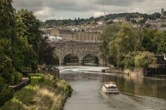 Bada, England - den Avon floden och den Pulteney bron Royaltyfri Foto