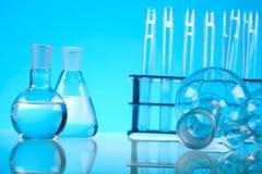 Bada i eksperymenty, jaskrawy nowożytny chemiczny pojęcie Zdjęcia Royalty Free