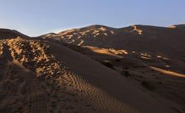 Badain Jaran Desert im Sonnenuntergang stockfotos