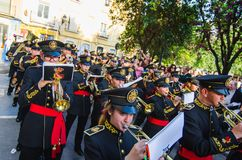 Badajoz, Hiszpania, Niedziela fartuch 9 2017 Zespół muzyka w korowodzie fotografia stock