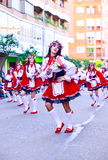 Badajoz, Hiszpania, Niedziela odchodowy 26 2017 uczestników w kolorowych kostiumach brali udział w karnawałowej paradzie w Badajo Zdjęcie Stock