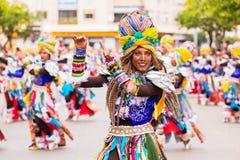 Badajoz, Hiszpania, Niedziela odchodowy 26 2017 uczestników w kolorowych kostiumach brali udział w karnawałowej paradzie w Badajo Obraz Royalty Free