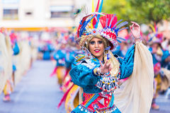 Badajoz, Hiszpania, Niedziela odchodowy 26 2017 uczestników w kolorowych kostiumach brali udział w karnawałowej paradzie w Badajo Fotografia Royalty Free