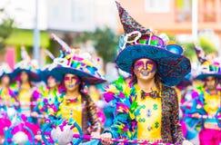 Badajoz, Spanien, Sonntag februar 26 2017 Teilnehmer an bunte Kostüme nehmen an der Karnevalsparade in Badajoz 2017 teil stockfoto
