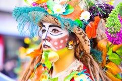 Badajoz, Spanien, Sonntag februar 26 2017 Teilnehmer an bunte Kostüme nehmen an der Karnevalsparade in Badajoz 2017 teil lizenzfreies stockfoto