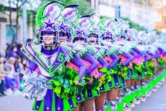 Badajoz, Spanien, Sonntag februar 26 2017 Teilnehmer an bunte Kostüme nehmen an der Karnevalsparade in Badajoz 2017 teil lizenzfreie stockfotos