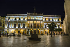 Badajoz stadshus på nicht, Spanien Royaltyfri Foto