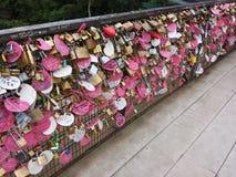 badaling的北京瓷极大的锁定爱墙壁 免版税库存图片
