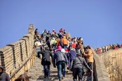 BADALING, CHINA - 13. MÄRZ 2016: Chinesische Mauer touristen Lizenzfreie Stockfotos