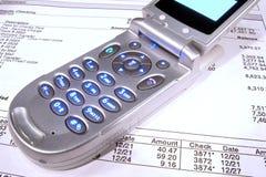 badania banku komórek telefonu oświadczenie finansowe Fotografia Stock
