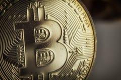 Badania lekarskiego bitcoin fotografii menniczy zakończenie z selekcyjną ostrością obrazy stock