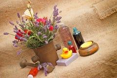 Badekur mit natürlichen Bestandteilen Lizenzfreie Stockfotografie