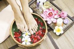 Badekur und Produkt für weibliche Füße und Handbadekurort, Thailand Wählen Sie Fokus vor Lizenzfreie Stockfotografie