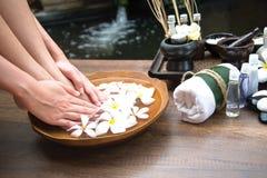 Badekur und Produkt für weiblichen Fußbadekurort, Thailand Lizenzfreies Stockfoto