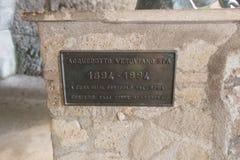 Badekurort Acquedotto Vesuviano unterzeichnen herein die große Turnhalle in Parco Archeologico di Ercolano Lizenzfreie Stockbilder