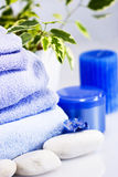 Am Badekurort, an den blauen Tüchern und am Zubehör Stockfotografie