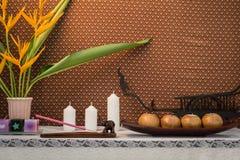 Badekurort-Einzelteil- und Kerzeneinstellung auf Schreibtisch lizenzfreies stockfoto
