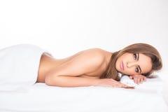 Badekurort Entspannte junge Frau Stockbilder
