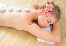 BADEKURORT entsteint Massagefrau Stockfotos