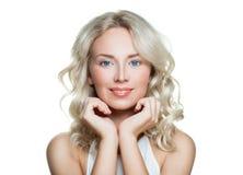 Badekurort-Frau mit gesunder Haut auf Weiß Lizenzfreie Stockfotografie