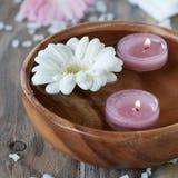 Badekurort mit Kerzen Lizenzfreie Stockfotografie