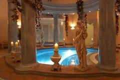Badekurort mit römischen Spalten Stockbilder