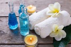 Badekurort oder Wellnesseinstellung in den blauen, gelben und weißen Farben Stockbild