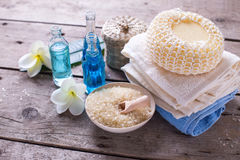 Badekurort oder Wellnesseinstellung in den blauen, gelben und weißen Farben Lizenzfreies Stockfoto