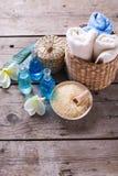 Badekurort oder Wellnesseinstellung in den blauen, gelben und weißen Farben Lizenzfreie Stockfotografie