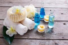 Badekurort oder Wellnesseinstellung in den blauen, gelben und weißen Farben Lizenzfreies Stockbild
