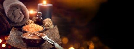 Badekurort - 7 Schokoladenmaske, Badesalz, brauner Zucker scheuern sich Stockfotos