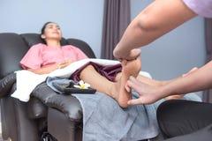 Badekurort und thailändische Fußmassage lizenzfreie stockfotografie